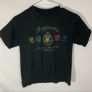 Other - 🍁 Hogwarts school logo t-shirt
